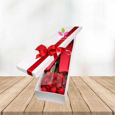 Caja blanca  de rosas x 12