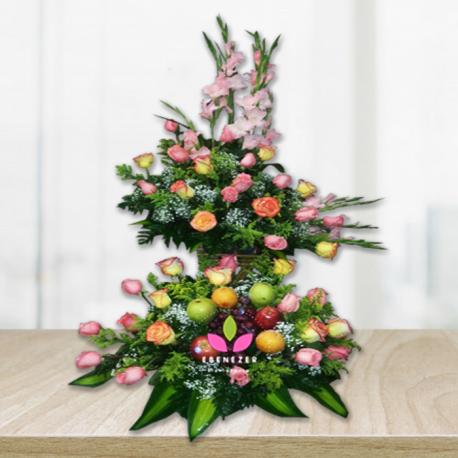 Arreglo floral con frutas de 2 niveles