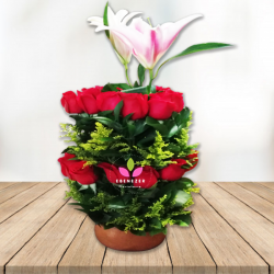 Arreglo floral  orquídeas y rosas