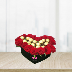 Corazon de rosas con chocolates