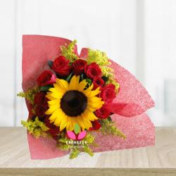 Bouquet de rosas y  un girasol