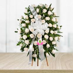 Arreglo fúnebre  en rosas Blancas