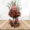 Arreglo floral de dos niveles con frutas
